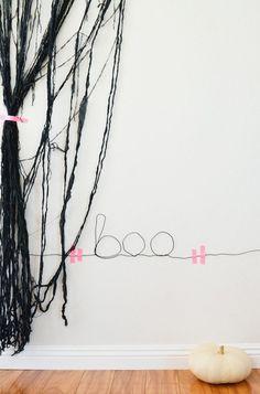 Wire Wall Sign | 31 Last-Minute Halloween Hacks