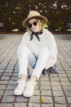 Spring Whites #outfit #white #denim #hm #hat #bandana #sneakers #vintage #spring #blog  https://www.instagram.com/emma_hentzen/