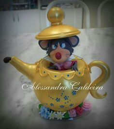 Mouse in a teapot