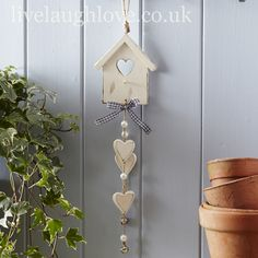 Dangly Heart Birdhouse-Painted ~ Beautiful things at this website ! Wooden Crafts, Clay Crafts, Home Crafts, Diy Home Decor, Diy And Crafts, Country Kitchen Accessories, Shabby Chic Accessories, Diy Projects To Try, Wood Projects