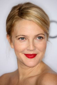 yes! finally-THIS is the amount of makeup i want for the wedding but instead of a red lip, I want a pink lip. so minimal with a pop of funky color. woohoo!