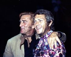 American actor Steve McQueen with american actor Kirk Douglas, circa. Steven Mcqueen, Famous Movies, Famous Faces, Bruce Lee, Hollywood Stars, Classic Hollywood, Hollywood Glamour, Steeve Mac Queen, Martial