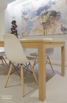 Aunque por comodidad de los clientes, gran parte del mobiliario es de la firma sueca Ikea, incorporamos algunas piezas de diseño reconocible para aportar personalidad a la estancia. Destacan las sillas DSW combinadas con los sillones DAW, ambas piezas de los Eames.