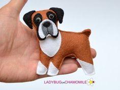 Felt BOXER DOG, stuffed felt Boxer magnet or ornament, Dog toy, felt Boxer Felt Dogs, Boxer Puppies, Felt Fabric, Felt Ornaments, Felt Christmas, Felt Animals, Easy Animals, Art Design, Dog Supplies