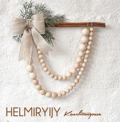 Helmiryijy kanelitangossa, tarvikepaketti | Tuulia design. Tekemisen iloa sinulle. Wreaths, Pearls, Handmade Gifts, Crafts, Design, Jewelry, Decor, Ideas, Kid Craft Gifts