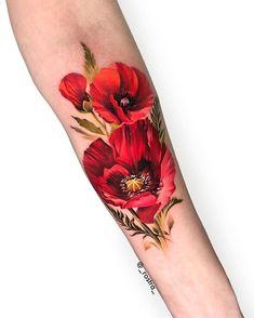 60 Beautiful Poppy Tattoo Designs and Meanings Poppy Tattoo Sleeve, Red Poppy Tattoo, Sleeve Tattoos, Tattoo Henna, Tatoo Art, Body Art Tattoos, Girl Tattoos, Tatoos, Red Flower Tattoos