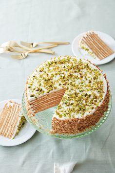 Eight-Layer Honey-Pistachio Cake (Williams-Sonoma Taste) Mini Cakes, Cupcake Cakes, Cupcakes, Bon Dessert, Pistachio Cake, Pistachio Recipes, Crepe Cake, Honey Cake, Just Desserts