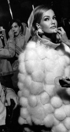 Karen Mulder backstage for Lanvin, Autumn-Winter Couture 90s Fashion, Fashion Models, Vintage Fashion, Natalia Vodianova, Heidi Klum, Alexandre Mcqueen, Estelle Lefébure, Yves Saint Laurent, Alicia Silverstone