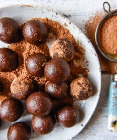 Healthy Chocolate Brownie Bliss Balls with Thermomix Instructions. Simple, delicious and free from gluten, grains, dairy, egg and refined sugar. Raw Chocolate, Healthy Chocolate, Chocolate Brownies, Almond Recipes, Raw Food Recipes, My Recipes, Thermomix Recipes Healthy, Desert Recipes, Quick Recipes