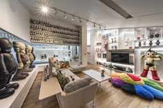 Man Cave Ideas and a Guide to a Successful Design - Man Cave Home Bar Home Room Design, House Design, Hypebeast Room, Man Cave Home Bar, Interior Decorating, Interior Design, Garage House, Room Setup, Displaying Collections