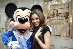 Miley Cyrus Brown Hair, Old Miley Cyrus, Hannah Montana Show, Smiley, Mickey Mouse, Celebs, Celebrities, Disney, Illuminati