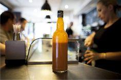 """Nuestra clásica botella de salsa brava """"DYC""""  marca DOCAMAR. La foto salió publicada en un artículo de la revista cultura Jot Down que trataba el asunto de las patatas bravas en España. Bravas - Docamar (1)"""