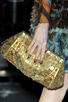 Alexander McQueen at Paris Fashion Week Spring 2010 - Details Runway Photos Fashion Handbags, Purses And Handbags, Fashion Bags, Fashion Accessories, Clutch Bags, Capitol Couture, Fab Bag, Swagg, Shoes