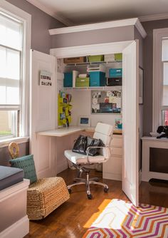 how to create an home office in a tiny house. We recently featured a House Tour of Joe and Alana's 160-year-old Newport home. come creare spazio per un ufficio in una casa piccola #homeoffice #tinyhouse
