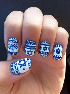 I couldn't find a cute Hanukkah sweater so I made one on my nails