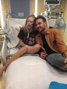 Liam Payne visits a One Direction fan in hospital after hearing she can't make it to the tour - Liam is the sweetest person in the world! I just love my lima bean so so much<<<<Liam is so sweet! Zayn Malik, Niall Horan, Liam Payne, One Direction Harry Styles, Liam James, Wolverhampton, Louis Tomlinson, Bae, 1d And 5sos