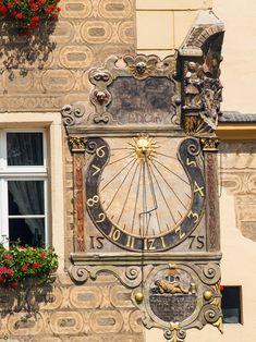 Zegar słoneczny na ratuszu w Otmuchowie.