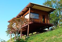 Tiny Cabin on Stilts in Brazil called Casa Em Guararema by Cabana Arquitetos 0011 Wooden House Plans, Wooden House Design, Small Wooden House, Small House Plans, Bungalow Haus Design, Small Bungalow, Layouts Casa, House Layouts, Style At Home