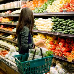 6 Things Nutritionists Never Buy at the Grocery Store via @ByrdieBeauty