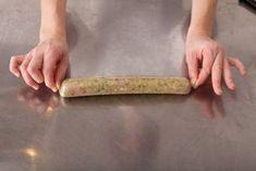 Découvrez la techique Rouler en ballotine expliquée par nos chefs Decoration Patisserie, Charcuterie, Sous Vide, Base, Parfait, Food Inspiration, Plastic Cutting Board, Cooking Tips, Chefs