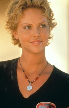 Charlize Theron Curly Hair   Charlize Theron's Awesome Curly Bob Cut