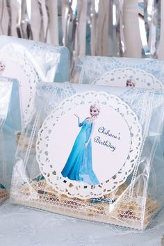 FROZEN IN ELSA BLUE | ARCH DAYS Elsa, Blue Birthday Parties, Moisturizer For Dry Skin, Face And Body, Table Decorations, Party Ideas, Arch, Disney Princess, Girls