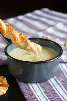 Zupa-krem z cebuli z paluchami z ciasta francuskiego