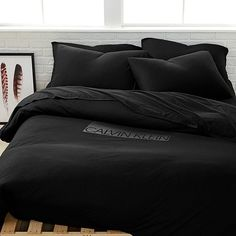Create your ideal sleeping environment with the Modern Cotton Harrison Black duvet cover from Calvin Klein, featuring a smooth black ground that's a perfect stylistic addition to any room. Luxury Bedding Collections, Luxury Bedding Sets, Black Comforter, Gray Bedding, Neutral Bedding, Comforter Sets, Black Duvet Cover, Black Bed Covers, Black Rooms