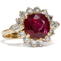 Vintage Classic - Erstkassiger vintage Entourage-Ring mit Rubin & Diamanten in Gold, um 1985 von Hofer Antikschmuck aus Berlin // #hoferantikschmuck #antik #schmuck # #antique #jewellery #jewelry // www.hofer-antikschmuck.de (21-1235)