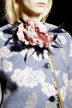♔ TatiTati Style    Dries Van Noten Fall 2015 Ready-to-Wear - Details - Gallery - Style.com