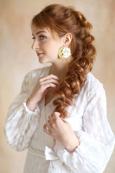 These floral and brass earrings make an immediate statement, and flow perfectly through every season. The honey colored gold brass shines beautifully paired with the pristine white flower. Bun Hairstyles For Long Hair, Bride Hairstyles, Hair Dos, Cute Hairstyles, Bridal Hair Half Up Half Down, Bridal Hair Inspiration, Style Inspiration, Honey Colour, Bohemian Bride