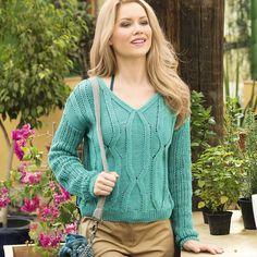 Пуловер с рельефными узорами и ажурными рукавами