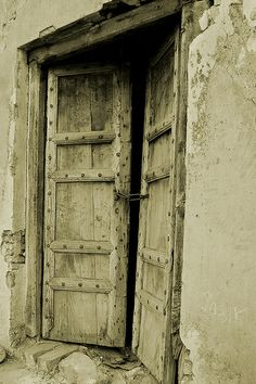 The old door, entrance, doorway, wooden door, entrance, doorway, details, ornaments, beauty, weathered, aged, cracks, photo