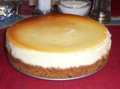 Cheesecake Every holiday my siblings (all seven of us) and I would request this awsome cake along with the homemade fruit toping. It's gotten so she'd have to create two cakes, due to there never being enough. Basic Cheesecake, New York Style Cheesecake, 9 Inch Cheesecake Recipe, Homemade Cheesecake, Blue Ribbon Cheesecake Recipe, Cheesecake Pan, Easy Cheesecake Recipes, Raspberry Cheesecake, Cupcakes
