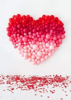 🌟Tante S!fr@ loves this📌🌟 Did you ever see our Giant Balloon Number DIY? So, we've taken that idea and created a giant ombre heart for Valentine's Day! Take a look… We've used a spectrum of red and pink balloons to easily cr Balloon Installation, Balloon Backdrop, Balloon Decorations, Diy Backdrop, Heart Decorations, Balloon Ideas, Pink Balloons, Heart Balloons, Wedding Balloons
