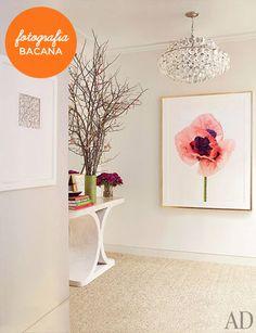 Decoração hall de entrada sala quadro flor papel de parede mesa