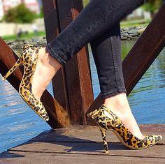 rahat,şık,moda,leopar,yüksek topuk,ince topuk,siyah,beyaz,siyah beyaz,püskül,stiletto,topuklu ayakkabı