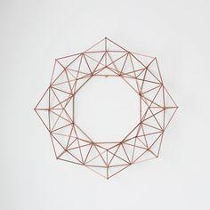 Große Kupfer Himmeli Kranz / moderne geometrische Wand von HRUSKAA