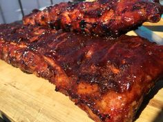 Spare ribs from the BBQ; You CAN lick your fingers on that - Bbq İdeas Kamado Bbq, Spareribs, Family Bbq, Good Food, Yummy Food, Best Bbq, Bbq Party, Rib Recipes, Best Dishes