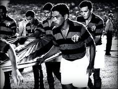 No final de 1968, Garrincha foi contratado e já começou a jogar pelo Flamengo, mas a expectativa de que ele pudesse jogar a temporada seguinte inteira não deu certo. Fez sua última partida pelo rubro-negro em 12 de abril de 1969, com 20 jogos e 4 gols marcados.