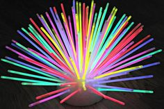 Glow In Dark Party, Glow Stick Party, Glow Sticks, Glow Party Decorations, Ideas Decoracion Cumpleaños, Stick Centerpieces, Kids Party Themes, Party Ideas, Party Games
