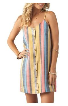 Nursing Friendly Dresses and Rompers Nursing can be stressful, let's not add the stress of finding stylish nursing-friendly outfits. Find nursing friendly dresses and rompers here! Diy Romper, Diy Dress, Rip Curl, Nursing Friendly Dress, Casual Dresses, Summer Dresses, Mode Hijab, Diy Clothes, Striped Dress