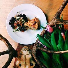 Polecamy zupę gulaszową oraz quiche w dwóch rodzajach - wegetariański oraz quiche lorraine - słynny placek lotaryński! #quiche #quichelorraine #french #france #letarg #letargbisto #food #lunch #foodporn #instafood #foodgasm #yummy #poznan #restaurant #visitus #vege #vegetarian #vsco