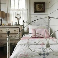 The Best Shabby Chic Furniture Interior Design Ideas Shabby Chic Bedrooms, Bedroom Vintage, Shabby Chic Homes, Shabby Chic Furniture, Shabby Chic Decor, Retro Furniture, Quirky Bedroom, Earthy Bedroom, Reproduction Furniture