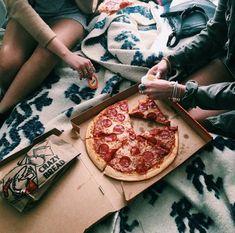 tu y yo comiendo pizza tumblr - Buscar con Google