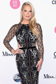 Judge Molly Sims attends the 2018 Miss America Competition Red Carpet.