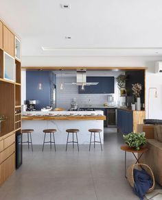 [New] The Best Home Decor (with Pictures) These are the 10 best home decor today. According to home decor experts, the 10 all-time best home decor. Minimal Kitchen Design, Kitchen Room Design, Kitchen Cabinet Design, Home Decor Kitchen, Kitchen Furniture, Kitchen Interior, Kitchen Ideas, Small Apartment Interior, Apartment Kitchen