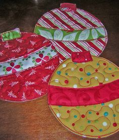 Christmas ornament placemats by Flickr kimsbigadventure; no pattern