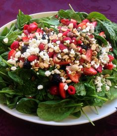 Spinach & summer berry salad w/ goat cheese & almonds