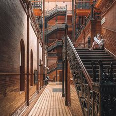 The Bradbury Building is the oldest architectural landmark located in Downtown LA, this incredible place still functions as an office and was commissioned by gold-mining millionaire Lewis L. Bradbury, he sadly died beide it's completion and never got to see it. Can you spot @aud.jam reading all about this buildings history while i struggled to capture all its beauty in one shot? ... 📷 @sonyalpha 15mm ISO 300 f/8 ... #architecturephotography #architecturelovers #interiordesign #downtown #la…